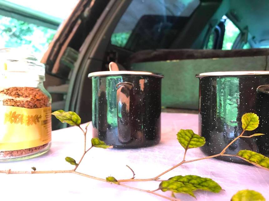 cups and car