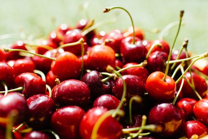 Cherries_in_the_sun